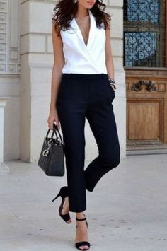 Lässiges Büro Outfit: Top gestylt für's Büro Take a look at the best casual outfits for the office in the photos below and get ideas for your outfits! Office Casual Outfit Ideas For Women Outfit ideas for your professionals to… Continue Reading → Office Attire, Office Outfits, Work Attire, Mode Outfits, Casual Outfits, Office Wear, Classy Outfits, Skirt Outfits, Office Uniform