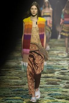 Dries Van Noten Spring 2015 Ready-to-Wear Fashion Show: Complete Collection - Style.com Accoding to Fashion Magazine this is 1970s