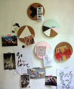 Sous-plat en liège sur le mur // tableau diy facile // Get What You Give, Decoration, 3 D, Diy Crafts, Board, Dekoration, Homemade, Crafts, Diy Projects