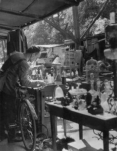 A corner of the Flea Market, at Biron, Paris, Old Paris, Vintage Paris, French Vintage, Old Pictures, Old Photos, Vintage Photos, France Team, Robert Doisneau, Antique Shops