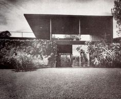 Detalle de la fachada posterior que muestra los patios superior e inferior cubiertas, Casa Santiago Reachi, 2 Humboldt 61, Cuernavaca, Morelos, México 1954Arqs. Arqs. Víctor de la Lama, Héctor Velázquez, Ramón Torres MartínezFoto. Guillermo ZamoraDetail of the rear facade showing the upper and lower covered patios, Casa Santiago Reachi, 2 Humbolt 61, Cuernavaca, Morelos, Mexico 1954