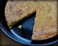 Simple Cast Iron Southern Corn Bread ♥ KitchenParade.com, six tips for perfect cornbread every time, either a large batch or a small batch.