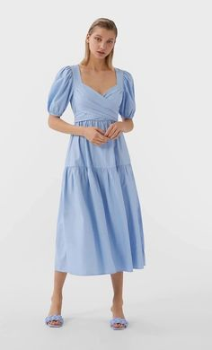 Long poplin dress in Stradivarius for only £ available for a limited time. Dresses for women always on trend, come in and find out now! Zara Outfit, Vestidos Zara, Cardigan En Maille, Camisa Formal, Vestido Casual, Poplin Dress, Summer Fashion Trends, Spring Fashion, Style Casual