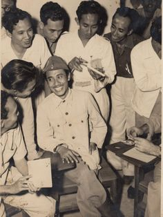 Benarkah Bung Tomo Rasialis? Indonesian Independence, Quotes From Novels, East Indies, Freedom Fighters, Dance Art, Malang, Founding Fathers, Surabaya, Vintage Photographs