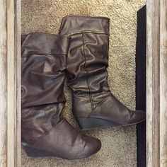 Chocolate brown below-knee boots Has soft paddings inside. No box. Very comfortable. All manmade material. NO TRADES  ALL REASONABLE OFFERS ARE ACCEPTED  NO LOWBALLERS!!! ✌️✌ LET'S BUNDLE!!!!  Shoes
