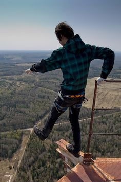Skywalking to Russia is Planking to the US. The latest sky-high (literally) craze amongst Russian teens is climbing up structures at death-defying heights, and snapping photos that are meant to give you a perspective you've never seen before.