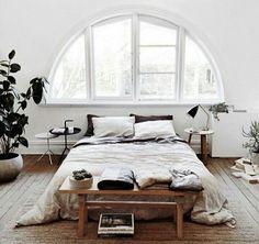 Dans ma chambre de mes rêves, j'ai un grande lit et une grande fenêtre.