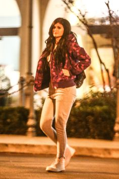 February 26, 2015- Kylie leaving a movie theater in Calabasas [HQ's]