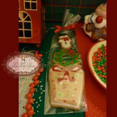 Bolachas personalizadas para o Natal! Por Giselle Minella KIT BONECOS. Sabores sugeridos: Baunilha, chocolate, ovomaltine, canela, nozes e morango. Encomende pelo blog: www.lelieusucre.c.