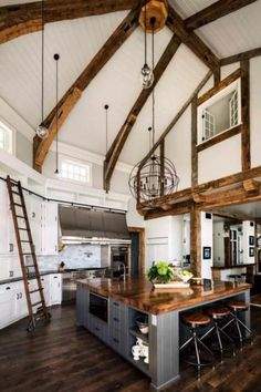 A gorgeous farmhouse style home on Big Cedar Lake This page has some very useful information about home design and decor. Chalet Modern, Modern Loft, Modern Homes, Large Kitchen Island, Open Kitchen, Loft Kitchen, Large Kitchen Design, Quirky Kitchen, Kitchen White