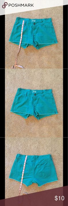 Old Navy The Diva Turquoise Short Frayed hem. 100% cotton. Machine wash cold. Old Navy Shorts