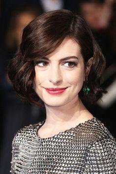 Anne Hathaway mit Bob