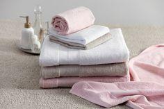 Suosikkipyyhkeen uudet värit. ENNI pyyhkeet 50x70 cm & 100x150 cm - uudet värit roosa & beige Towel, Beige, Style, Swag, Ash Beige, Outfits