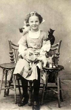 28 Precious Vintage Photos of Children With Their Pets - I Can Has Cheezburger? 28 Precious Vintage Photos of Children With Their Pets - World's largest collection of cat memes and other animals Vintage Abbildungen, Photo Vintage, Vintage Frames, Vintage Stuff, Crazy Cat Lady, Crazy Cats, Cat People, Here Kitty Kitty, Vintage Pictures