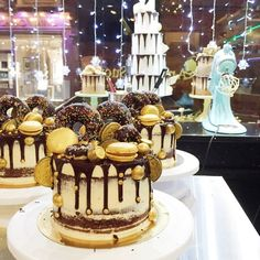 Cake Design Classes In Kandy : 1000+ images about Christmas cakes on Pinterest ...