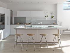 Roundhouse Urbo bespoke white matt lacquer kitchen