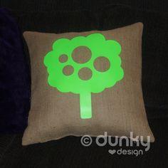 JUTE kussenhoes met FLUOR groene boom - www.dunkylovesdesign.nl