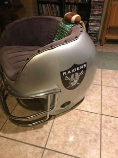 Football Advice To Increase Your Playing Prowess Oakland Raiders Football, Nfl Football, Football Helmets, Nfl Sports, Pittsburgh Steelers, Raiders Stuff, Raiders Girl, Football Rooms, Raider Nation