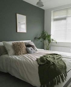 45 Most Popular Green Bedroom Design Ideas - Living & Home - Schlafzimmer Green Bedroom Design, Bedroom Green, Interior Design Living Room, Green Bedroom Curtains, Small Bedroom Paint Colors, Green Bedding, Colorful Bedroom Designs, Bedroom Ideas Paint, Olive Green Bedrooms