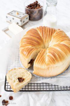 Ciasto wełniane - najgorętszy hit YouTube! - Madame Edith Doughnut, Cake Recipes, Pineapple, Bread, Fruit, Youtube, Food, Easy Cake Recipes, Pine Apple