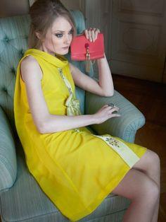 Enamórate de los 11 modelos de burda vintage, inspirados en la década de los 60. Vestidos baby doll, conjuntos de chaqueta y vestido, chiffon y charol... ¡ideales para una chica ye ye!