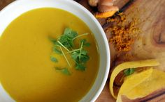 Turmeric Zucchini Soup, this soup features the anti-inflammatory superfood turmeric, and is suitable for low amine, low histamine, and failsafe diets.