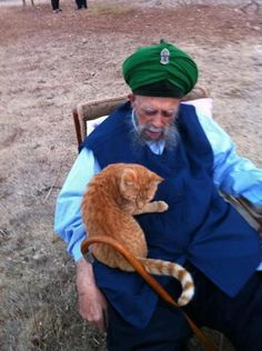 Shaykh Nazim and a very special cat!