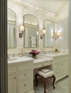 Traditional Bathroom Design, Pictures, Remodel, Decor and Ideas - page 8 mirrors - middle vanity - 4 lights? Master Bathroom Vanity, Diy Bathroom, Bathroom Renos, Master Bathrooms, Bathroom Ideas, Bathroom Cabinets, Bathroom Mirrors, Budget Bathroom, Vanity Mirrors