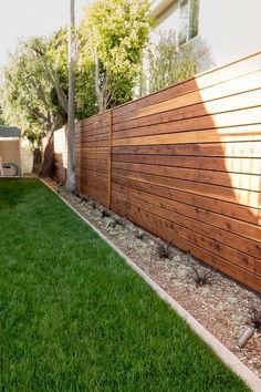 Minimal modern style side yard with wood fencing. Studio H Landscape Architecture. garden design, landscaping ideas Nice border on the grass. Diy Privacy Fence, Privacy Fence Designs, Backyard Privacy, Backyard Fences, Garden Fencing, Backyard Landscaping, Backyard Designs, Garden Beds, Diy Fence