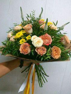 Шоколадный букет из роз сорта Капуччино и кремовых роз