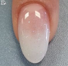 False nails have the advantage of offering a manicure worthy of the most advanced backstage and to hold longer than a simple nail polish. The problem is how to remove them without damaging your nails. Pretty Nails, Fun Nails, Baby Nails, Almond Shape Nails, Almond Gel Nails, Nails Shape, Shapes Of Nails, Almond Nails French, White Almond Nails
