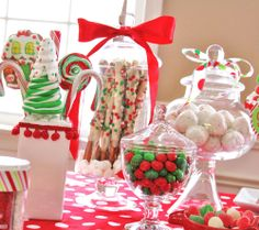 Candy Buffet Station - Kids Candy Coated Christmas Party — Celebrations at Home Christmas Sweets, Christmas Goodies, Christmas Candy, Winter Christmas, Christmas Holidays, Christmas Crafts, Merry Christmas, Christmas Decorations, Candy Decorations