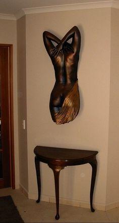 Lifecasting и его применение в интерьере Lifecasting - процесс создания точной скульптурной копии части тела человека с помощью слепка с тела.