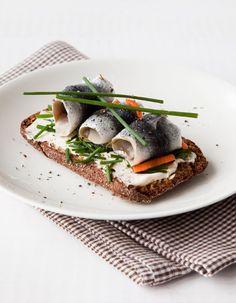 Apetit-reseptit - Suutarinlohi maistuu paitsi arkiherkkuna, myös iltaa istumaan tulevien tuttavien kanssa. #koukussakalaan #vieraillejajuhlaan #ainavoisyodahyvin