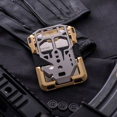 So Spectre - is tactical incognito for dangerous dappers. Dango Wallet, Edc Wallet, Edc Everyday Carry, Edc Carry, Cool Gear, Cool Tactical Gear, Tac Gear, Mens Gear, Kydex
