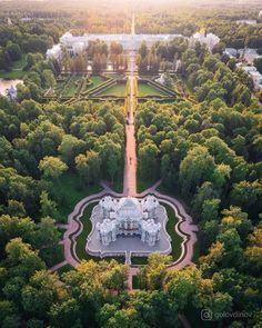 Catherine Palace and Catherine Park, St. Baroque Architecture, Beautiful Architecture, Russia Landscape, Tivoli Gardens, St Petersburg Russia, Castle House, Beautiful Castles, Dream City, Stone Houses
