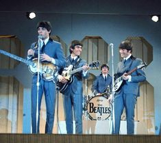 1964 The Ed Sullivan show broadcast from the Deauville Hotel, Miami. Beatles Band, Beatles Songs, Ringo Starr, George Harrison, Paul Mccartney, John Lennon, Great Bands, Cool Bands, Liverpool