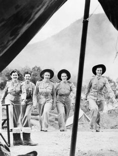 Australian nursing sisters in New Guinea - World War Vintage Nurse, Anzac Day, Female Soldier, Lest We Forget, Women In History, Military History, World War Ii, Wwii, 1