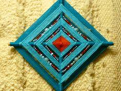 how 2 bead gods eyes Fiber Eye Mandala, God's Eye Craft, Yarn Crafts, Diy Crafts, Crafts For Kids, Arts And Crafts, Wiccan Crafts, Gods Eye, Mandalas Drawing