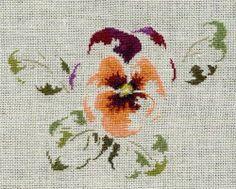 Par brodeuse Marie-Thérèse Saint-Aubin (embroidery works by Marie-Thérèse Saint-Aubin) | http://www.archive-host2.com/membres/images/1336321151/fleurs/Violas/rondelette/rondelette-G.jpg
