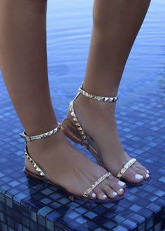 Pretty Sandals, Cute Sandals, Gold Sandals, Shoes Sandals, Heels, Strappy Sandals Outfit, Dressy Flat Sandals, Flat Prom Shoes, Beautiful Sandals