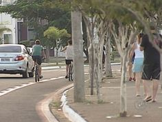 Bauru deve investir R$ 700 mil nos próximos anos em ciclovias   Intenção é desafogar trânsito, além de auxiliar na saúde das pessoas. Cartilha da OAB orienta direitos e deveres dos ciclistas nas ruas da cidade. http://mmanchete.blogspot.com.br/2013/05/bauru-deve-investir-r-700-mil-nos.html#.UZpb1LVQGSo