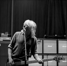 Cliff Cliff Williams, Famous Pictures, Angus Young, Noise Pollution, Rolling Stones, Cool Bands, Rock N Roll, My Favorite Things, Concert