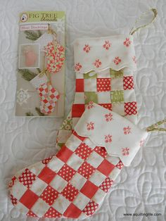 A Quilting Life - a quilt blog: Quilted Christmas Stockings