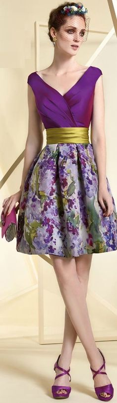 Amazingly beautiful floral print skirt with attractive designed top to go with it. A head turner for a party wear.