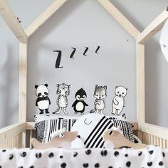 Stickstay Wave the Wolf, grauer Wolf-Wandsticker der Dream Friends-Gang, zur kreativen Wandgestaltung für das Baby- und Kinderschlafzimmer.