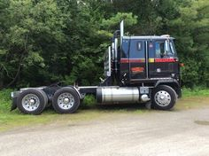 Scott Oberle's 1985 Mack Magnum Old Mack Trucks, Big Rig Trucks, Fire Trucks, Classic Tractor, Classic Trucks, Peterbilt 359, Cab Over, Show Trucks, Air Ride