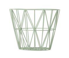 Ferm Living Shop — Wire Basket. Mooi als mand in de badkamer voor handdoeken of voor kleedjes in de slaapkamer.