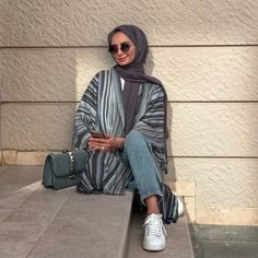 Image uploaded by 𝐻𝒾𝒿𝒶𝒷𝑒𝓈𝓉𝒾𝒸. Find images and videos about hijab, modest and abaya on We Heart It - the app to get lost in what you love. Modest Fashion Hijab, Modern Hijab Fashion, Casual Hijab Outfit, Hijab Chic, Hijab Dress, Muslim Fashion, Fashion Outfits, Hijab Fashion Summer, Casual Dresses