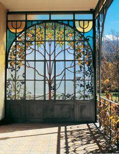 Verrière Est de la villa Bleue à Barcelonnette.
